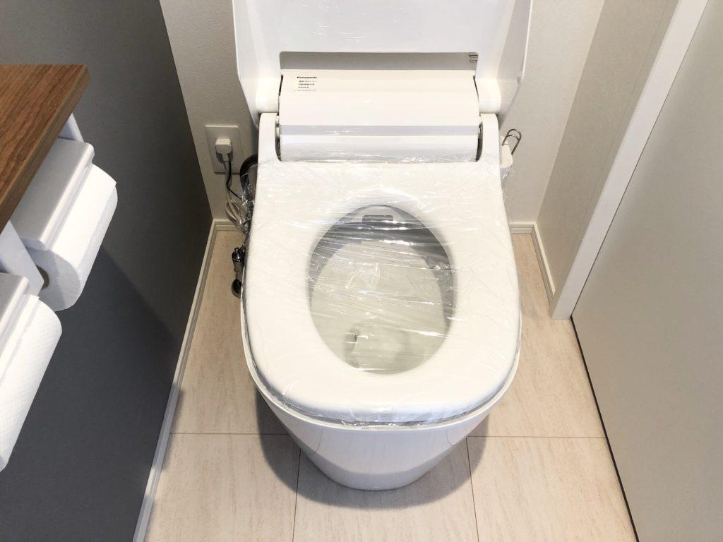トイレ詰まり 便器をラップで覆う